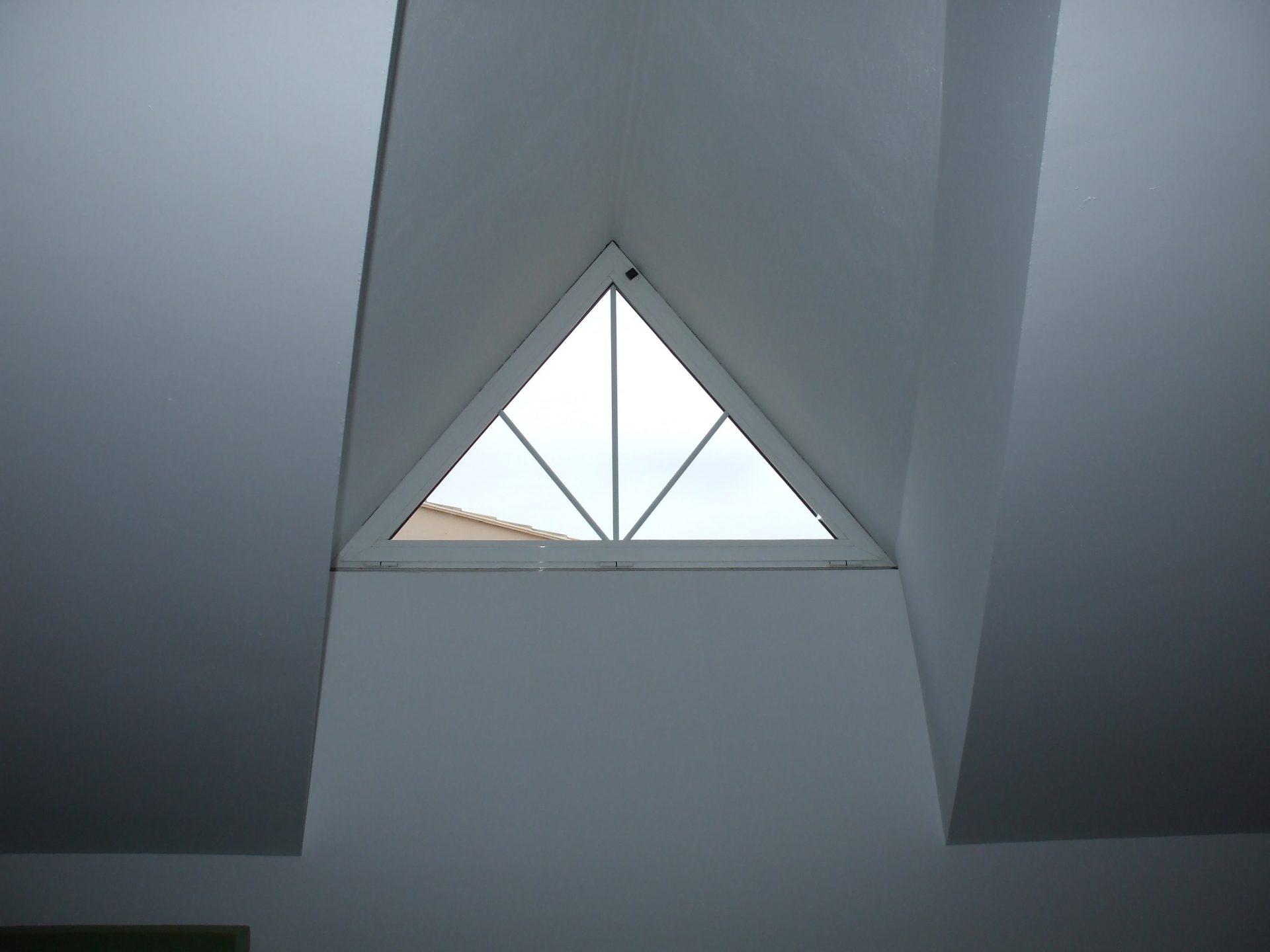 Ventana triangular realizada por Finestral