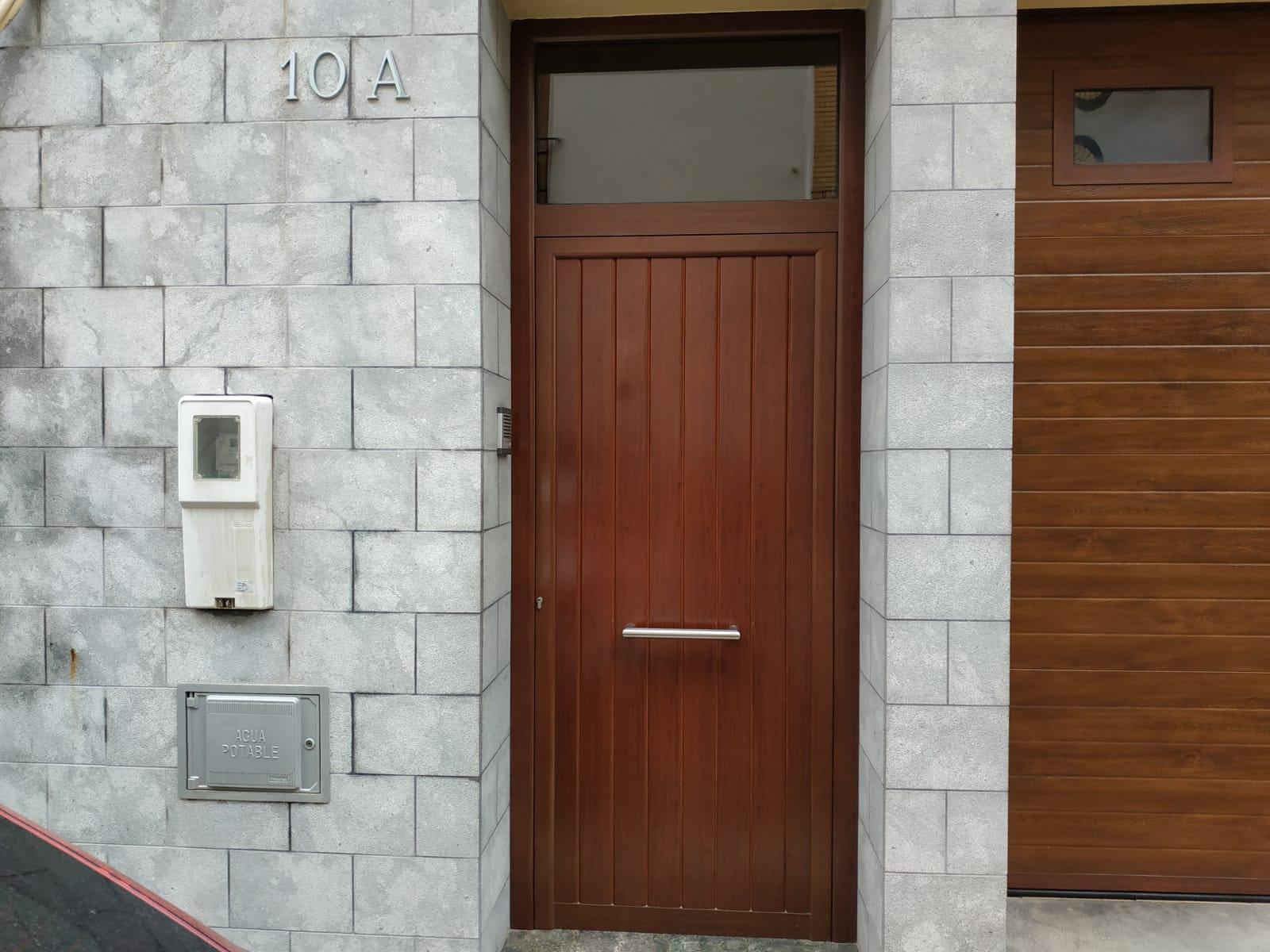 Puerta realizada por Finestral